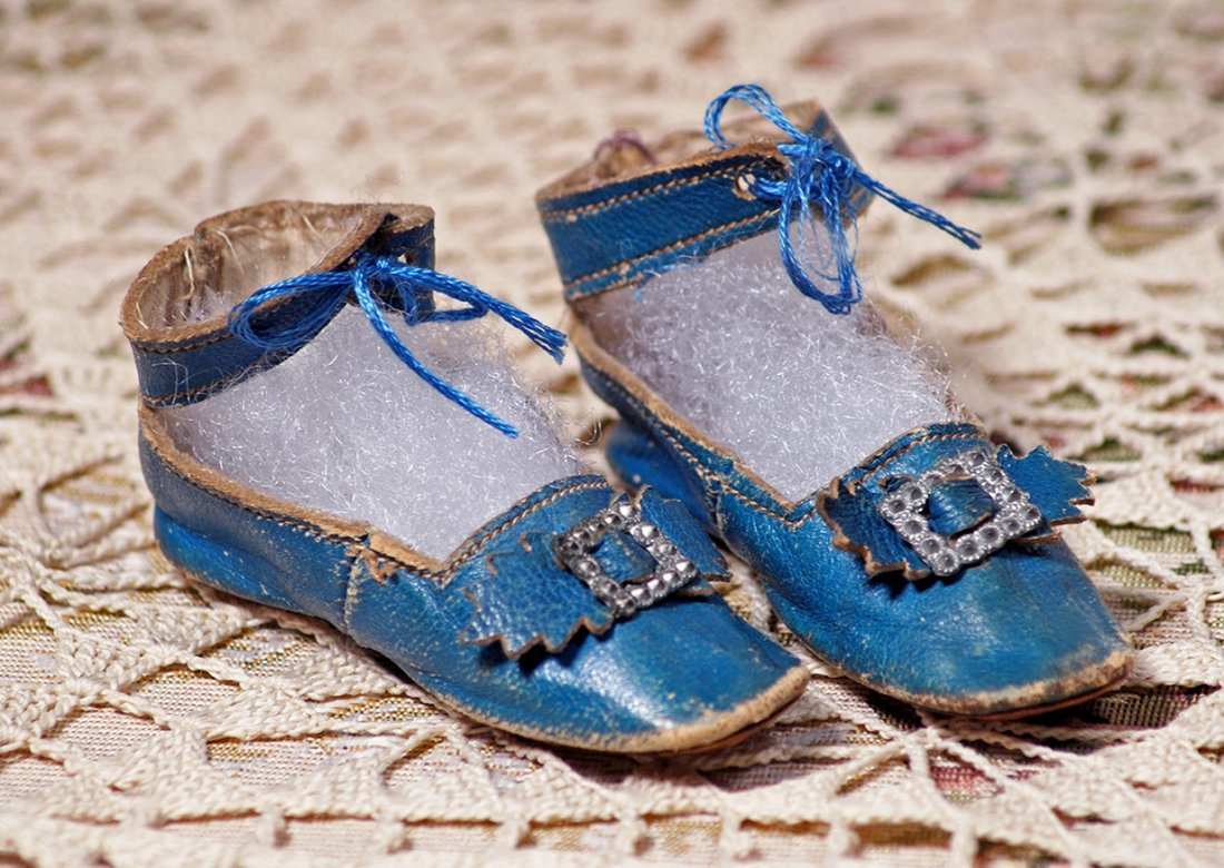 PAIR OF BLUE FRENCH DOLL SHOES