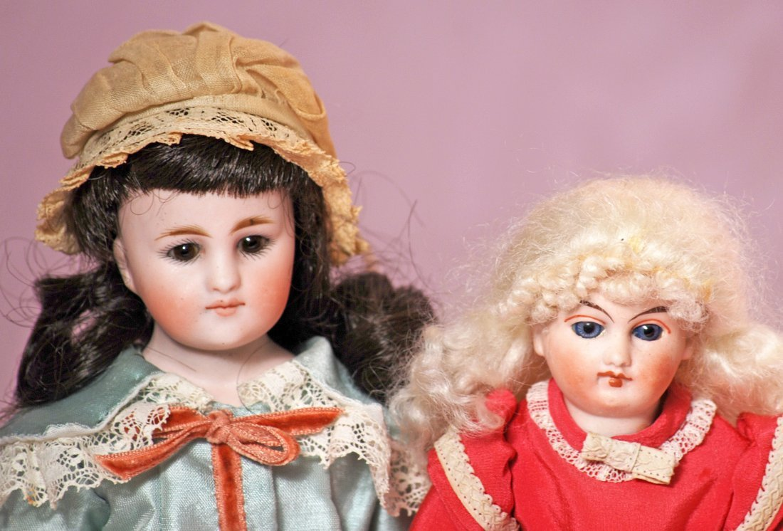 TWO GERMAN CLOSED-MOUTH SMALL DOLLS - 2