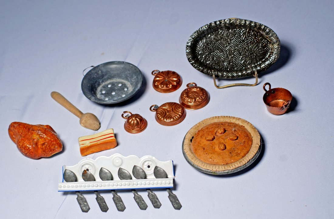 MINIATURE DOLLHOUSE WARES AND FOOD