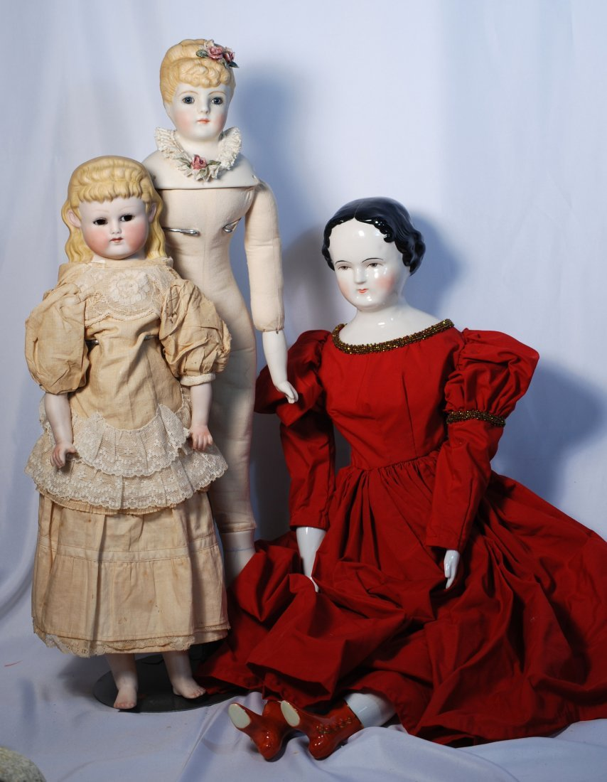 FOUR BISQUE AND CHINA REPRODUCTION DOLLS.