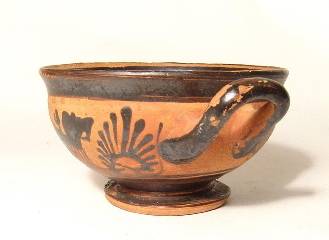 A Greek black-figure footed kylix - 2