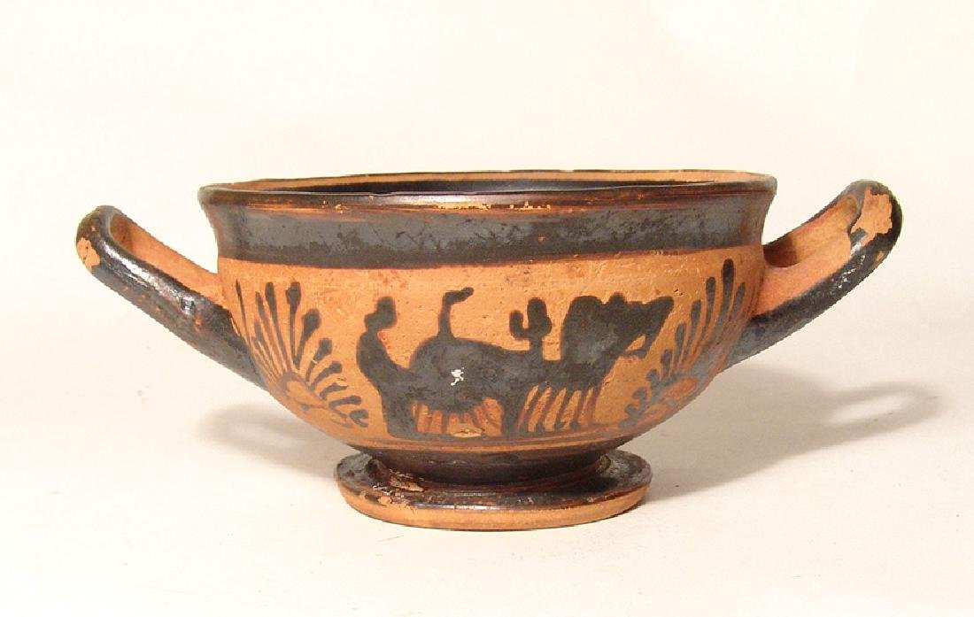 A Greek black-figure footed kylix - 3