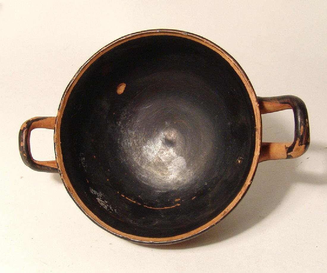 A Greek black-figure footed kylix - 4