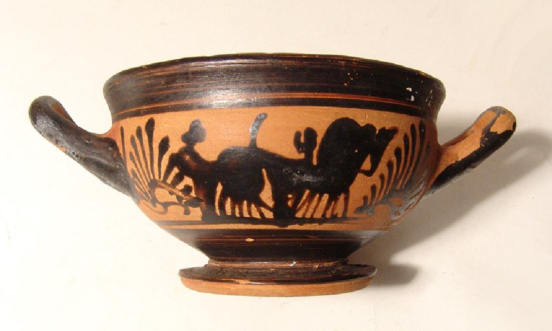 A Greek black-figure footed kylix - 6
