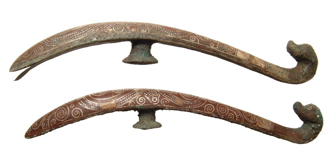 A pair of beautifully silver inlaid bronze belt hooks - 2