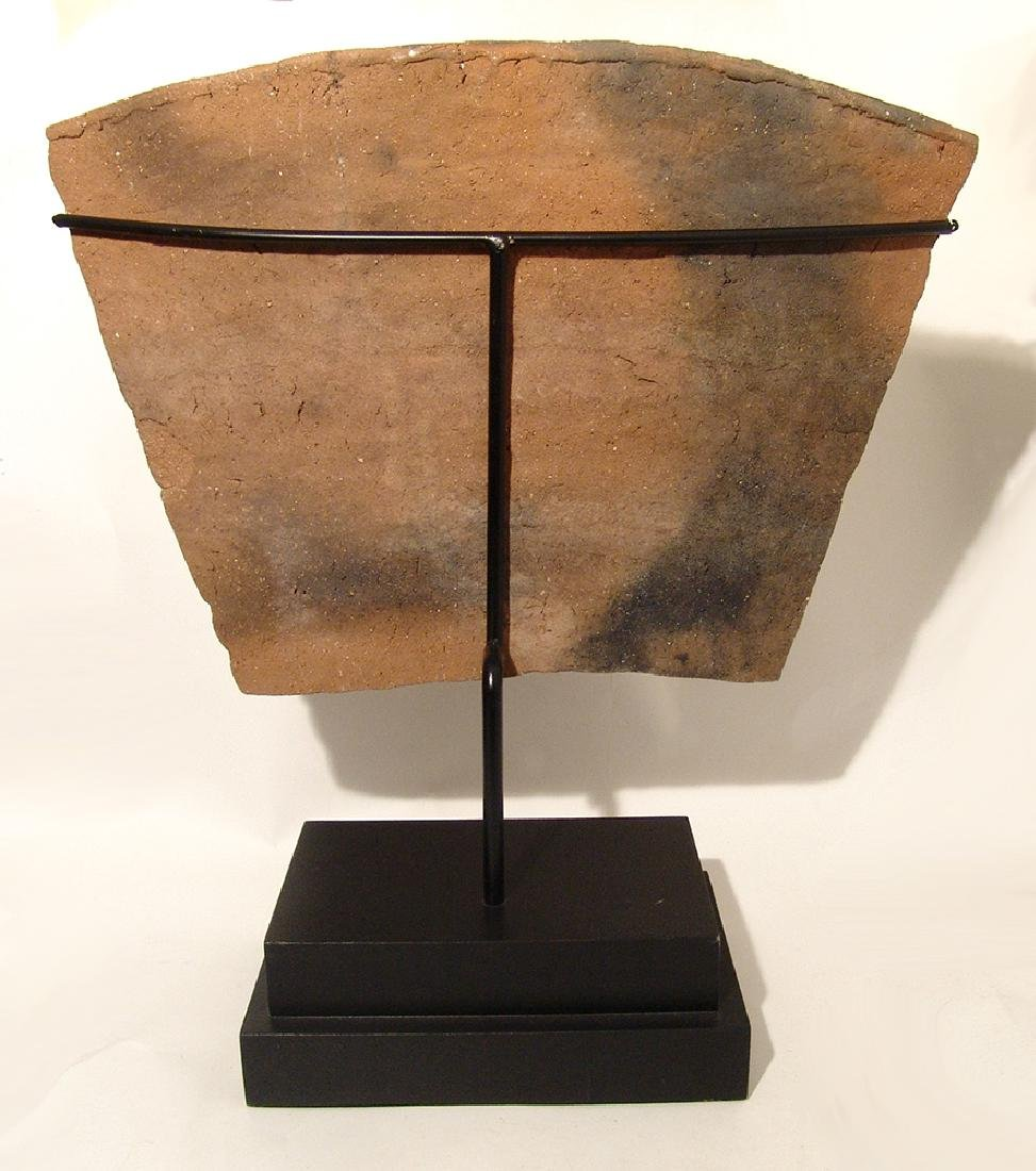 A Chuco ceramic tablet, c. 13th Century - 4