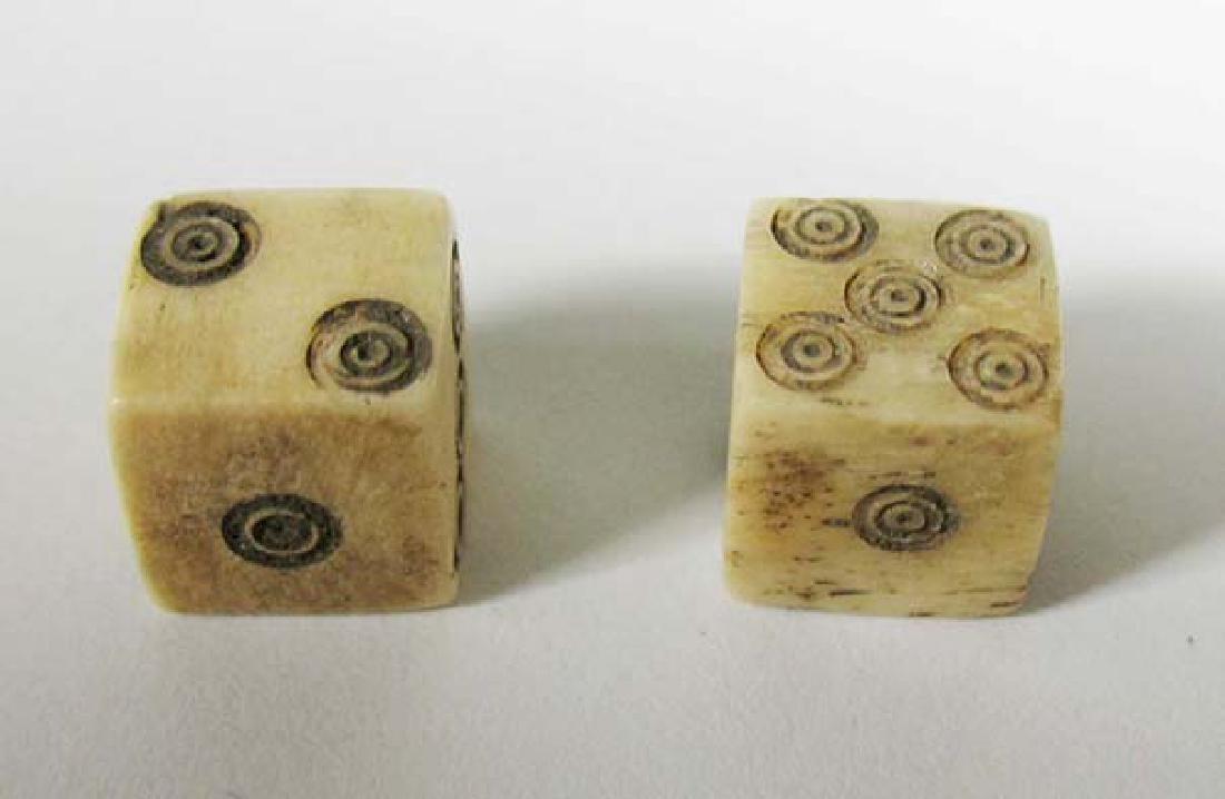 A nice pair of Roman bone dice - 2