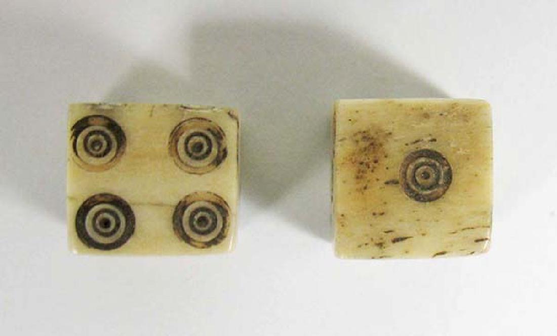 A nice pair of Roman bone dice - 3