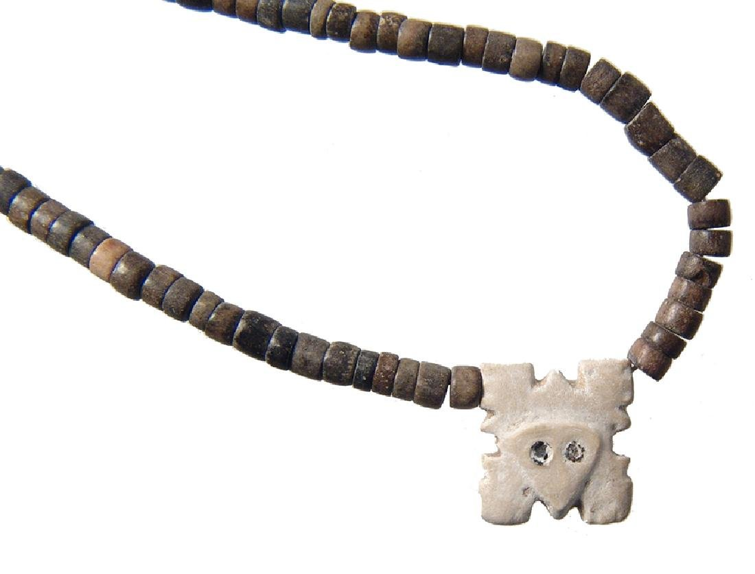 A Chimu beaded necklace with shell pendant - 2