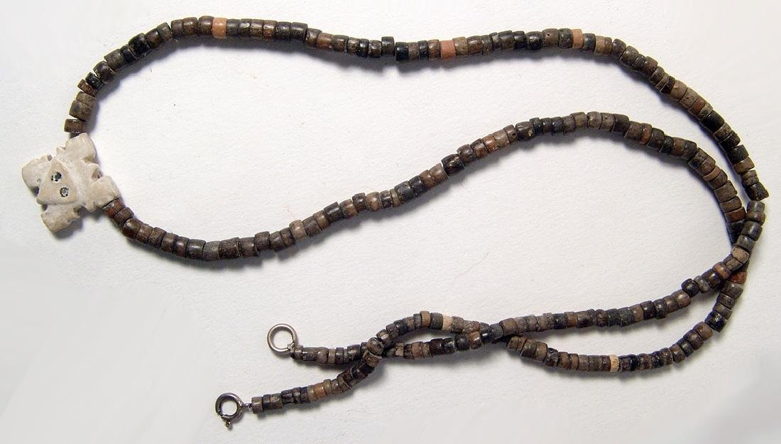 A Chimu beaded necklace with shell pendant - 3