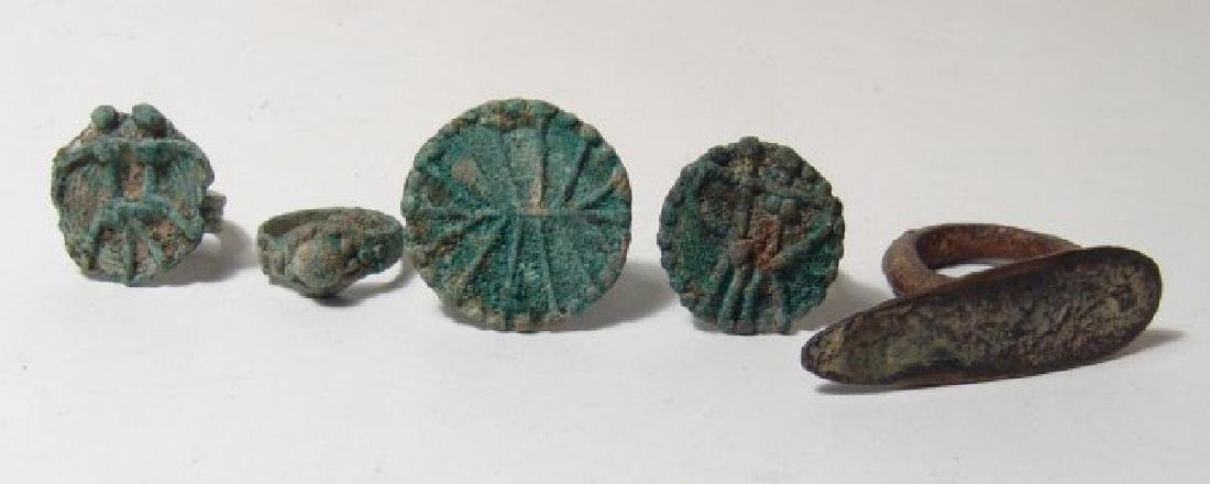 A lot of 4 Central Asian bronze rings