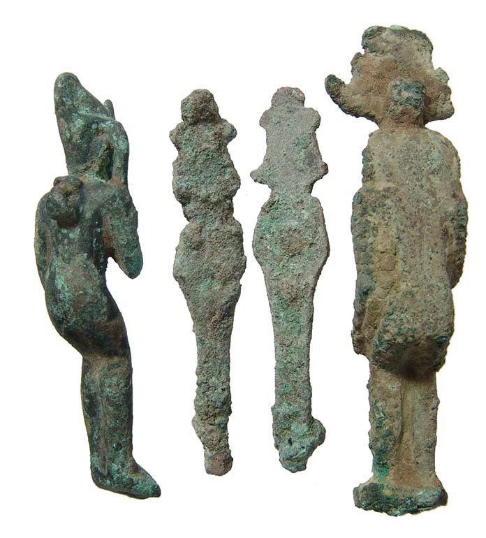 A group of 4 Egyptian bronze figurines, Late Period - 3