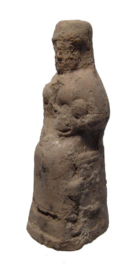 A beautiful Old Babylonian terracotta seated woman - 2