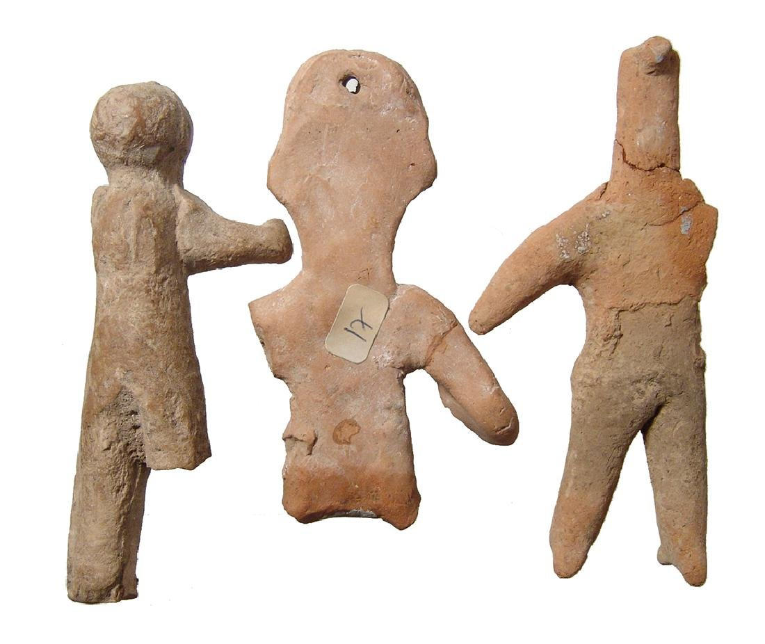 A group of 3 ancient terracotta figurines - 2