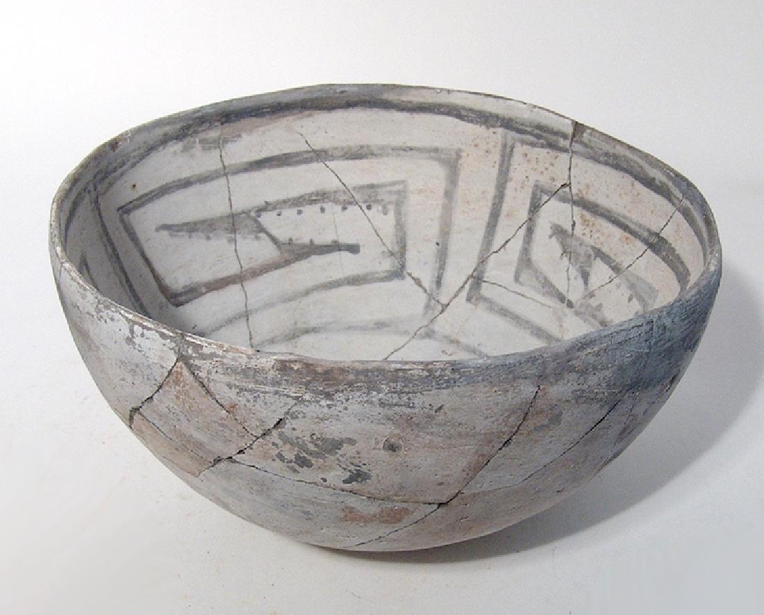 A lovely Mesa Verde black on white bowl - 3
