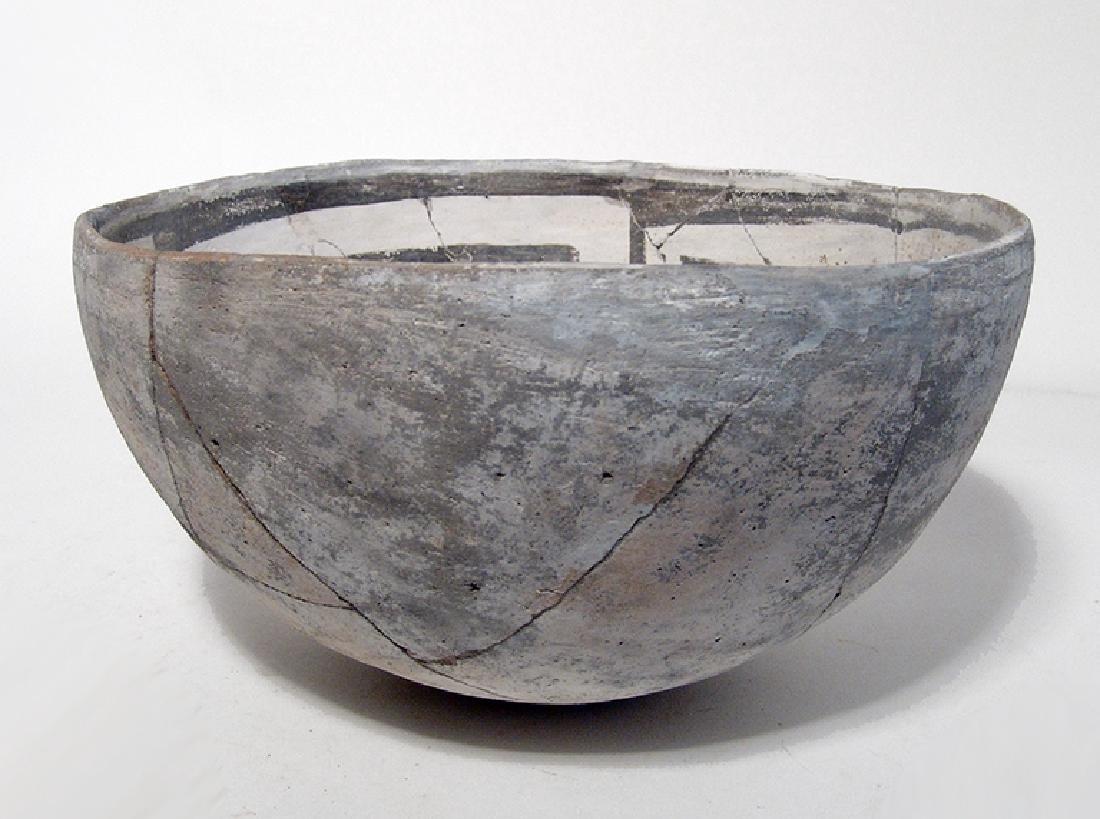 A lovely Mesa Verde black on white bowl - 4