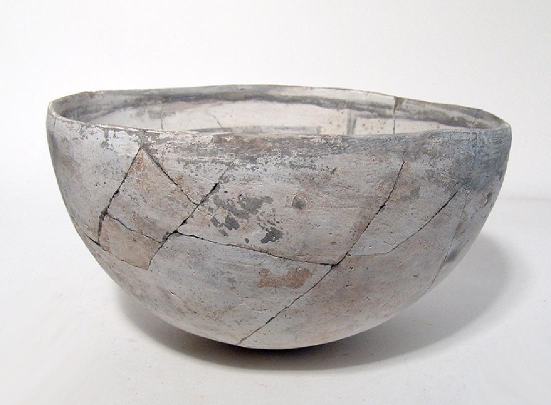 A lovely Mesa Verde black on white bowl - 5