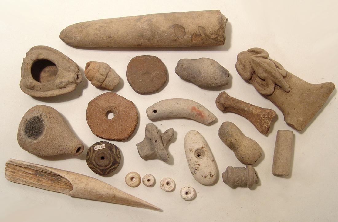 A mixed lot of 22 mixed Ecuadorean items