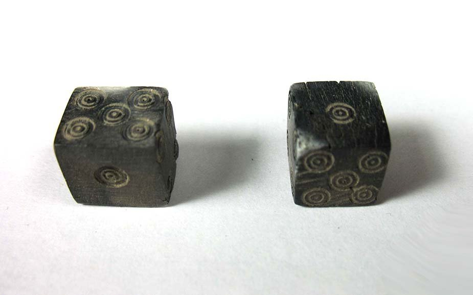 A pair of Roman bone gaming dice - 4