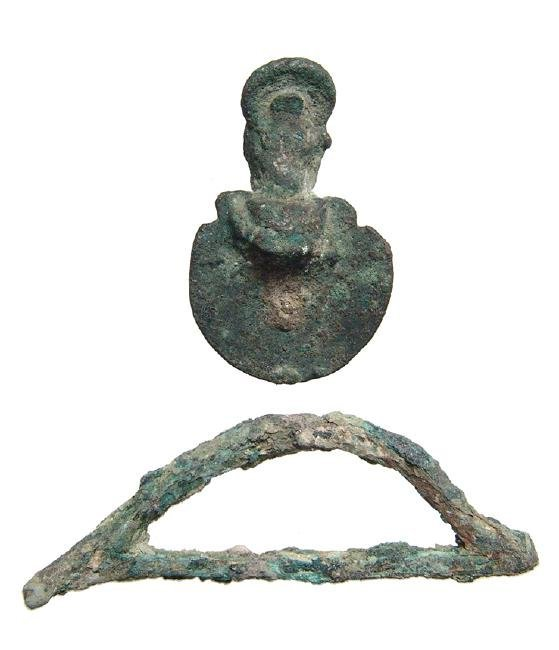 A pair of Egyptian bronze objects, Late Period - 2