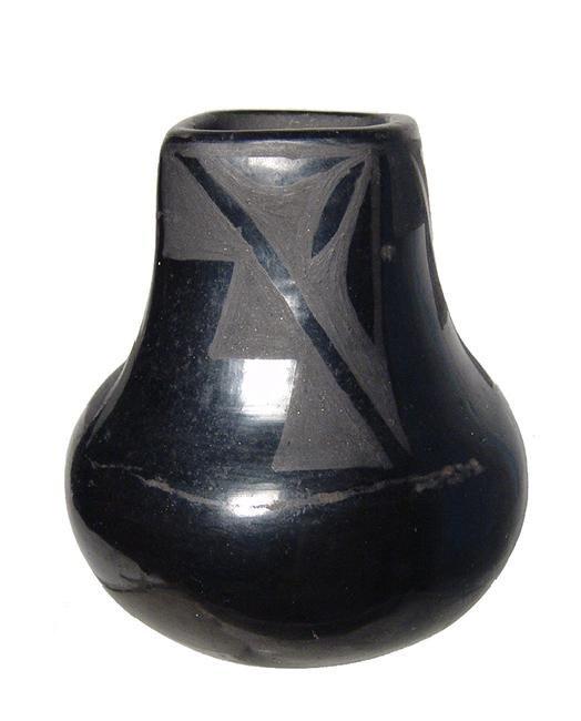 Santa Clara black ware vessel by Flora Naranjo - 3