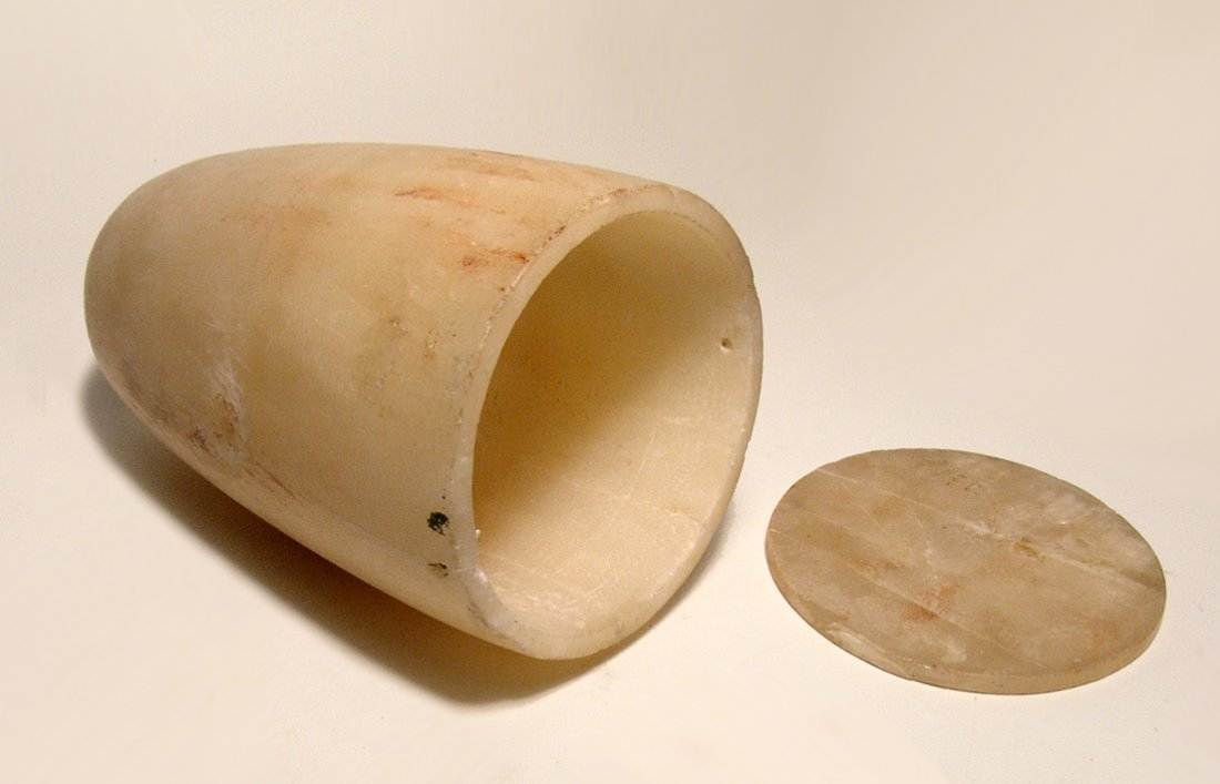 A choice Bronze Age lidded alabaster jar - 6
