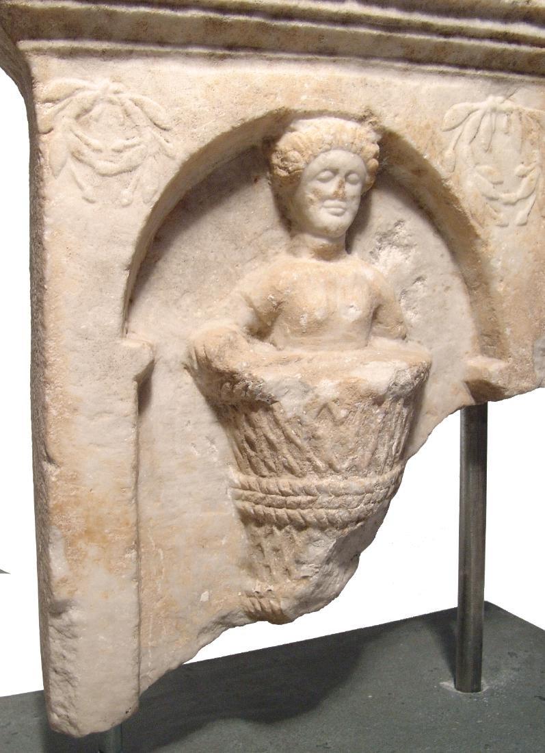 A fantastic Roman marble funerary stela - 3