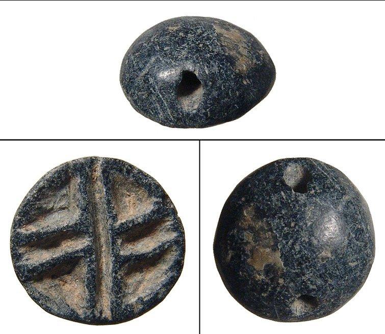 A nice Uruk/Jemdat Nasr black chlorite stamp seal