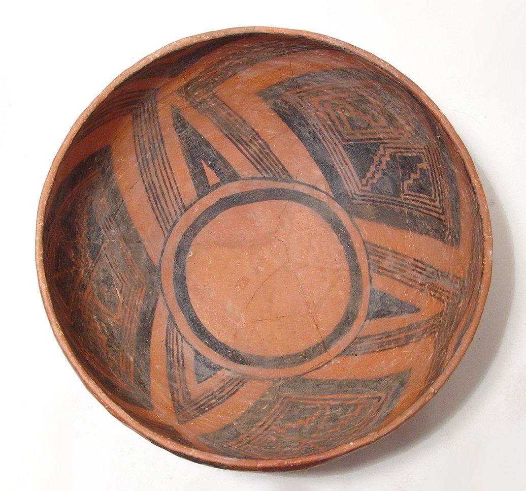 A large and impressive Mogollon Pinedale bowl