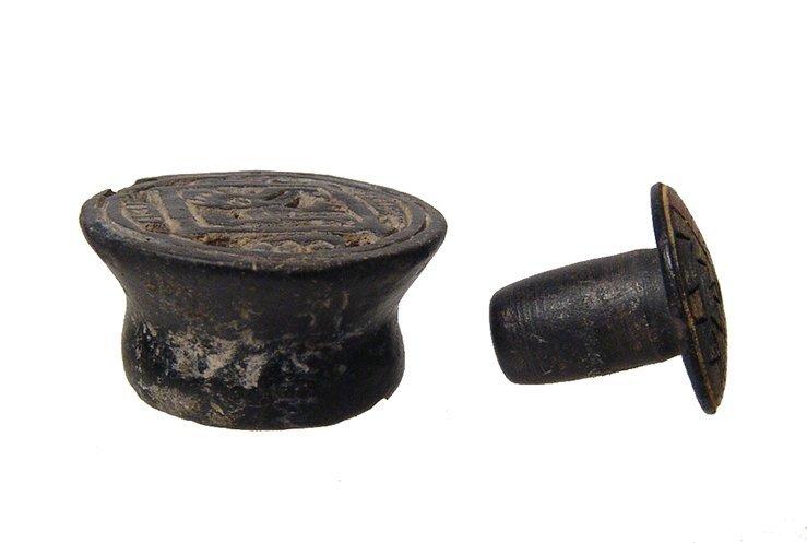 A Pre-Columbian lip plug and earspool - 2