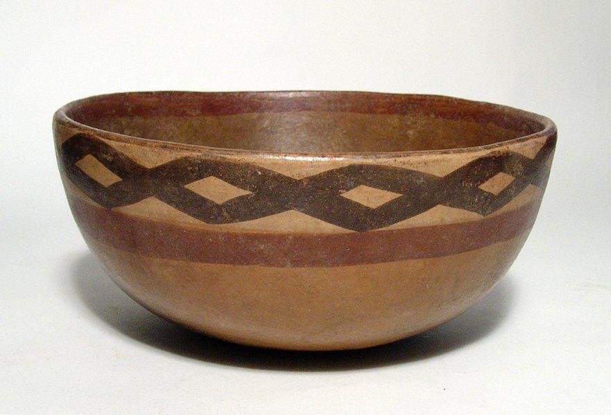 A lovely Cajamarca polychrome ceramic bowl