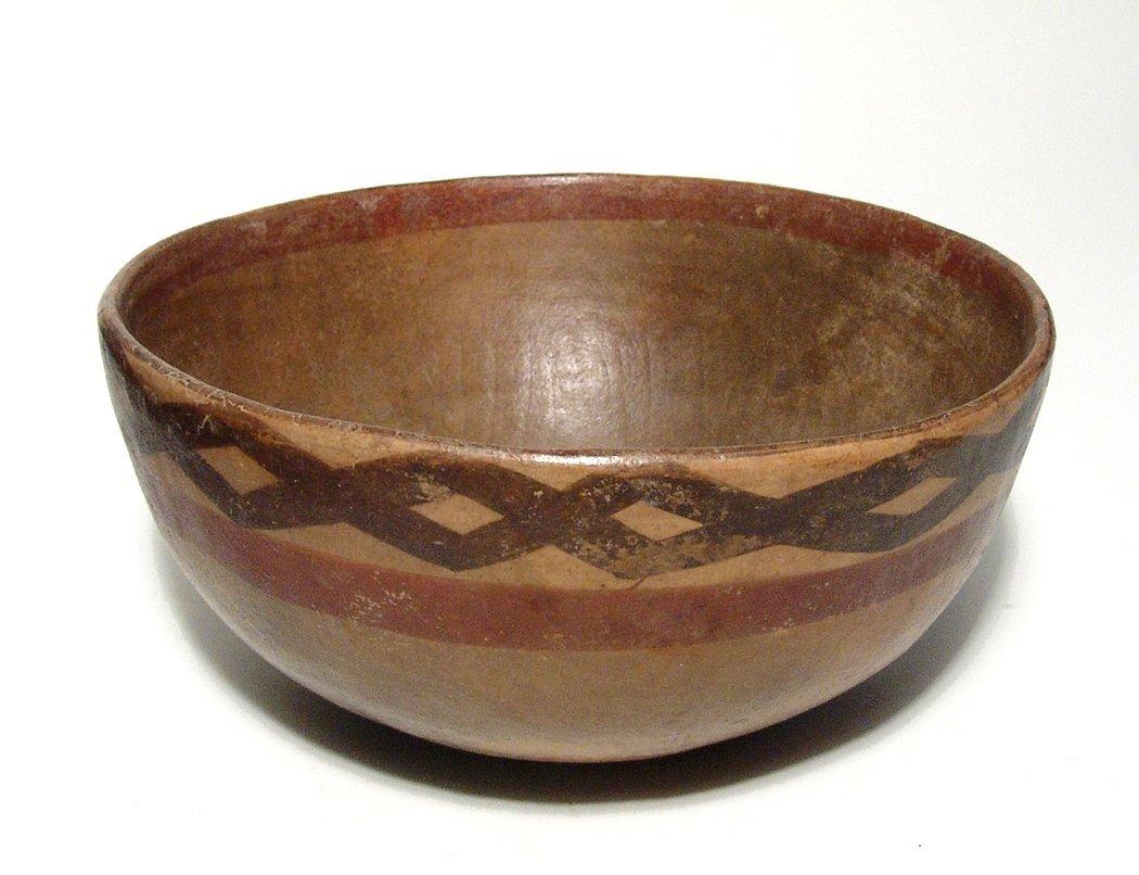 A lovely Cajamarca polychrome ceramic bowl - 4