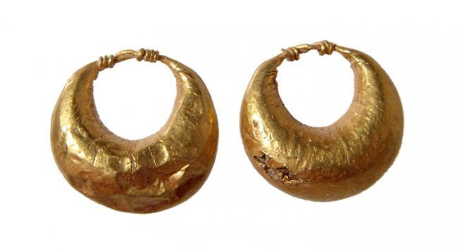 A nice pair of Roman crescent-shaped gold earrings