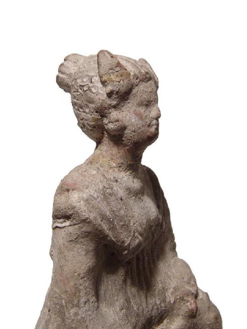 A late Hellenistic terracotta figure of a robed woman - 5
