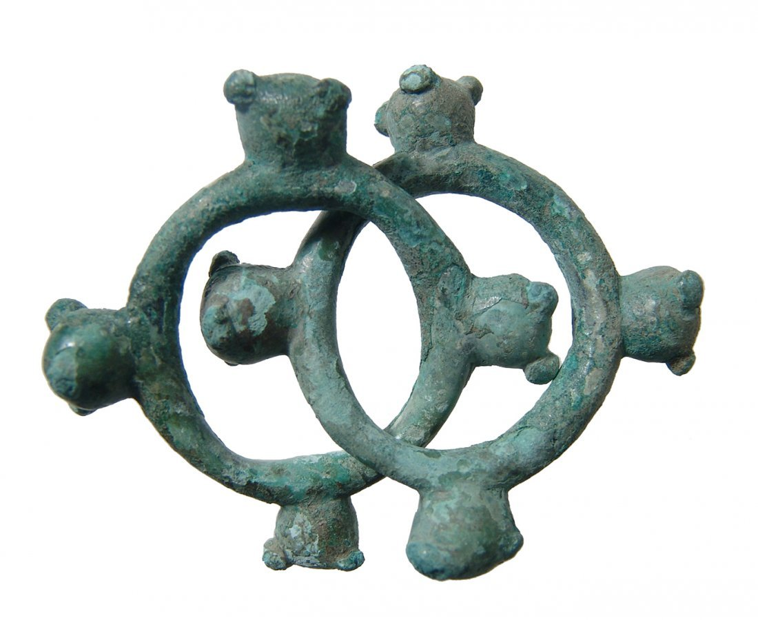A pair of heavy Celtic knobbed rings - 2