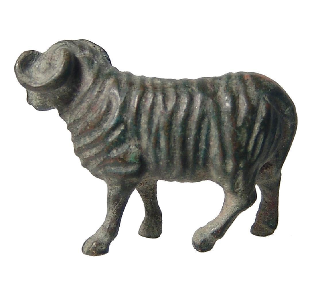 A very cute Roman bronze figure of a sheep - 2