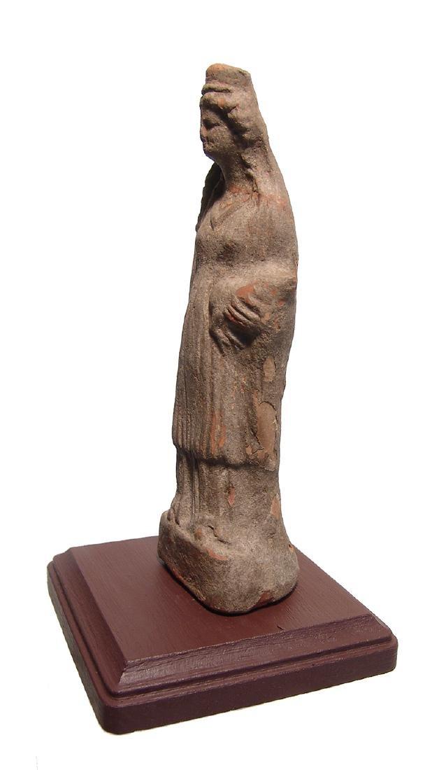 A nice Greek terracotta figure of a woman - 2