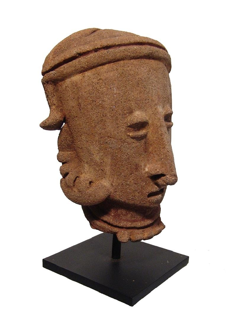 A Chinesco 'Type D' ceramic head from a large figure - 2