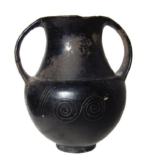 A lovely Etruscan Bucchero amphora with spiral motif