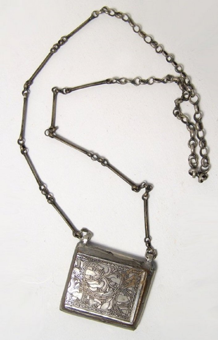 A lovely Islamic silver chain and pendant, 19th Century