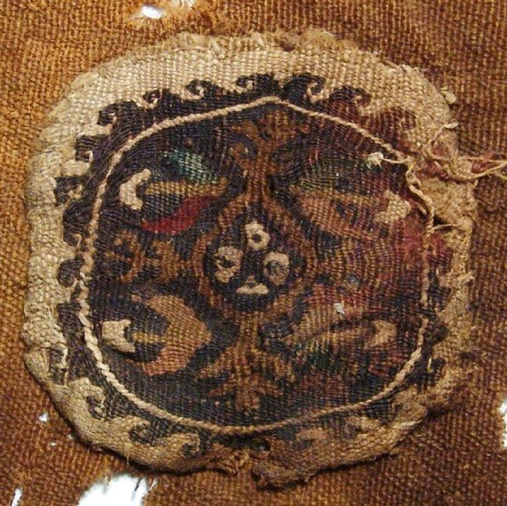 Coptic textile fragment with central medallion, Egypt - 2