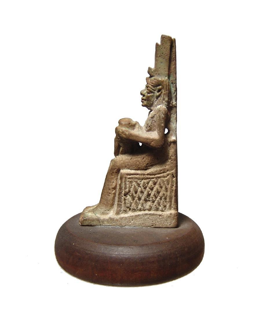 Wonderfully detailed Egyptian faience amulet of Isis - 3