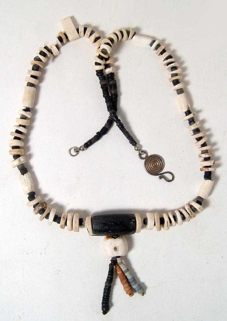 A lovely Sinu shell and stone bead necklace, Colombia