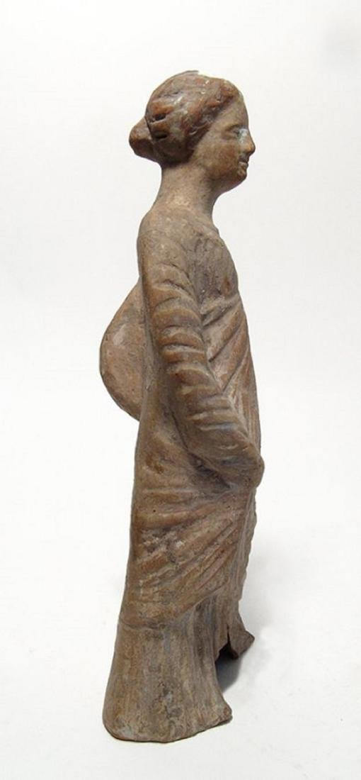 A nice Greek terracotta figure of a woman - 3