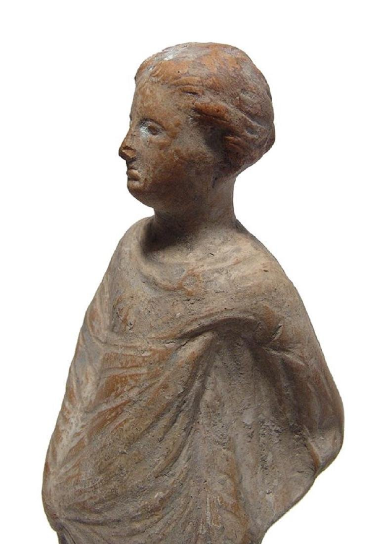 A nice Greek terracotta figure of a woman - 5