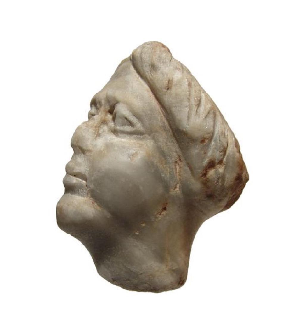 A Roman gray marble head of a woman - 3