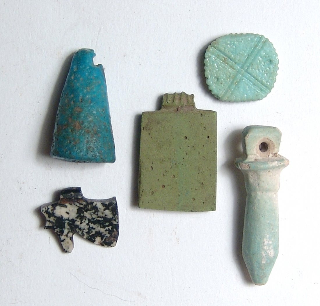 A lot of 4 Egyptian faience and stone objects