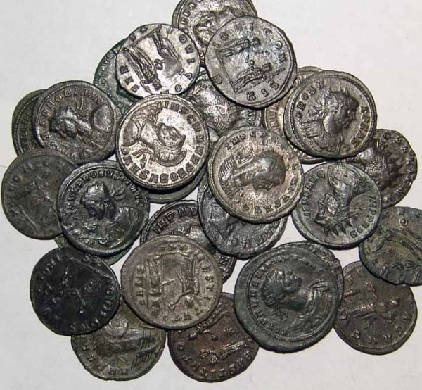 357: Roman coin lot. AE's, lot of 18 Æ's. Gallien