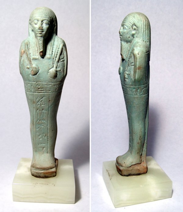 19: Ushabti with fine striated wig, hoe and seed bag