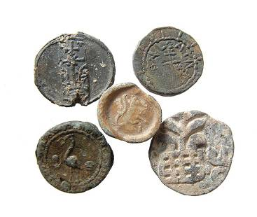 A lot of 5 lead tokens, bullae and a coin.